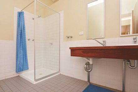 Heritage View 8 bed cottage bathroom