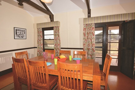 Heritage View Commanders Cottage dining area
