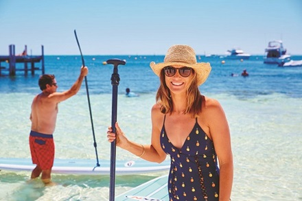 Coastal activities and paddleboarding in Thomson Bay